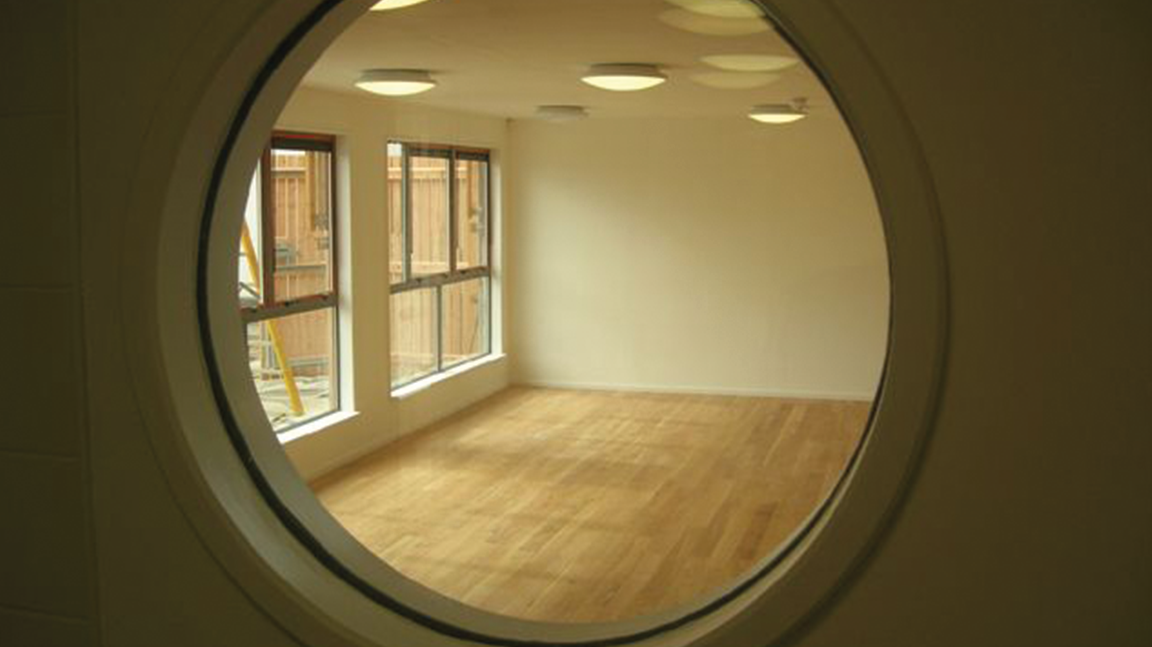 Fire door porthole window